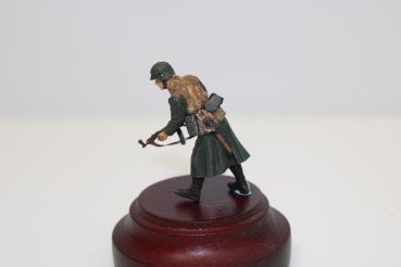 Nordwind 1/48 NWSS 008 SS Soldier in greycoat and Schnürtarnweste  with rifle