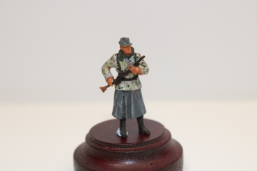 Nordwind 1/48 NWSS 010 SS Soldier with greycoat and Schnürtarnweste  with rifle