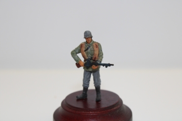 Nordwind 1/48 NWW 033 Soldier Reg. Germania France, with Thech. Mashinegun