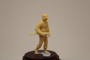 Nordwind 1/48 NWW 035 Soldier Großdeutschland, France walking with rifle