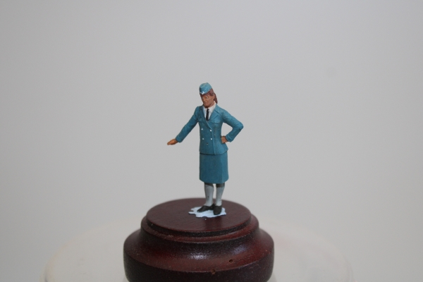 Nordwind 1/48 NWL 004 german airforce auxillery woman standing