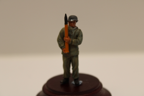 Nordwind 1/48 NWL 018 8,8 cm Flak Soldier with Grenade standing