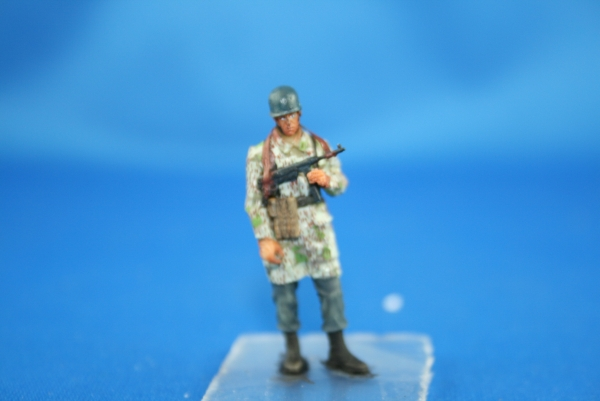 Nordwind 1/48 NWF 008 german para NCO standing on a tank, Ardennes 1944