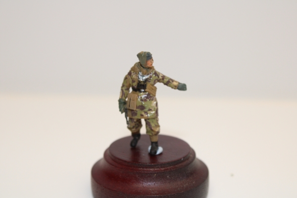 Nordwind 1/48 NWSS 002 Offizier of the Waffen SS in Camo with MP 40