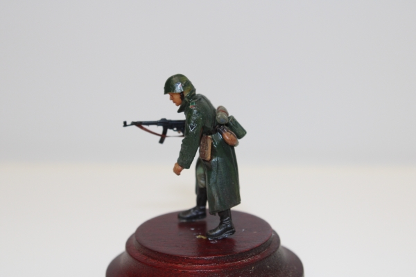 Nordwind 1/48 NWW 007 Soldier in russia with greycoat and assaultrifle typ 44