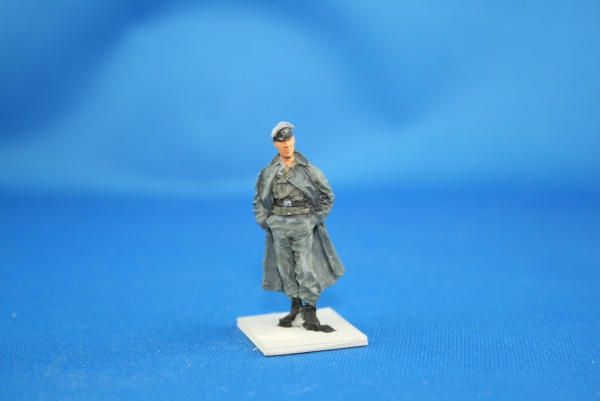 NW 031 german officer in greycoat with peakcap